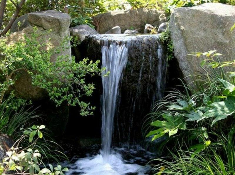 Bachlauf mit Wasserfall Landschaftsbau