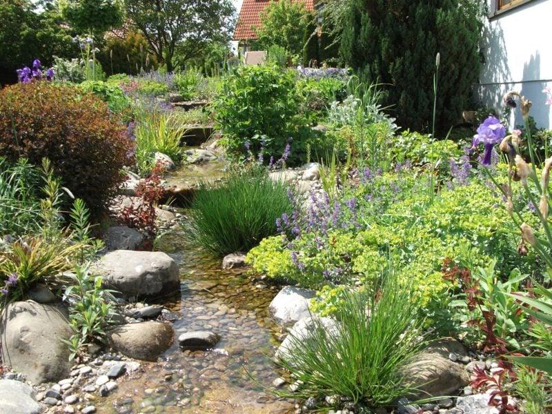 Gartengestaltung traumhafter Bachlauf