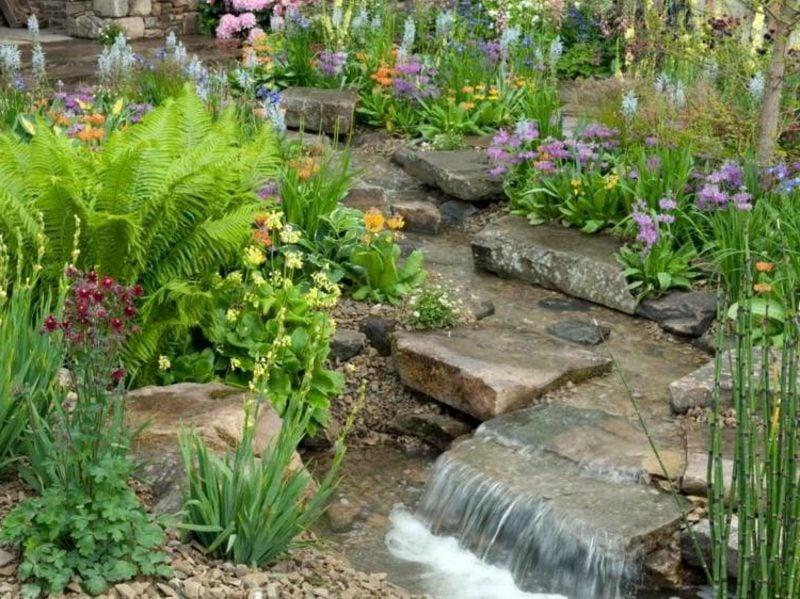 kreative Gartengestaltung Bachlauf
