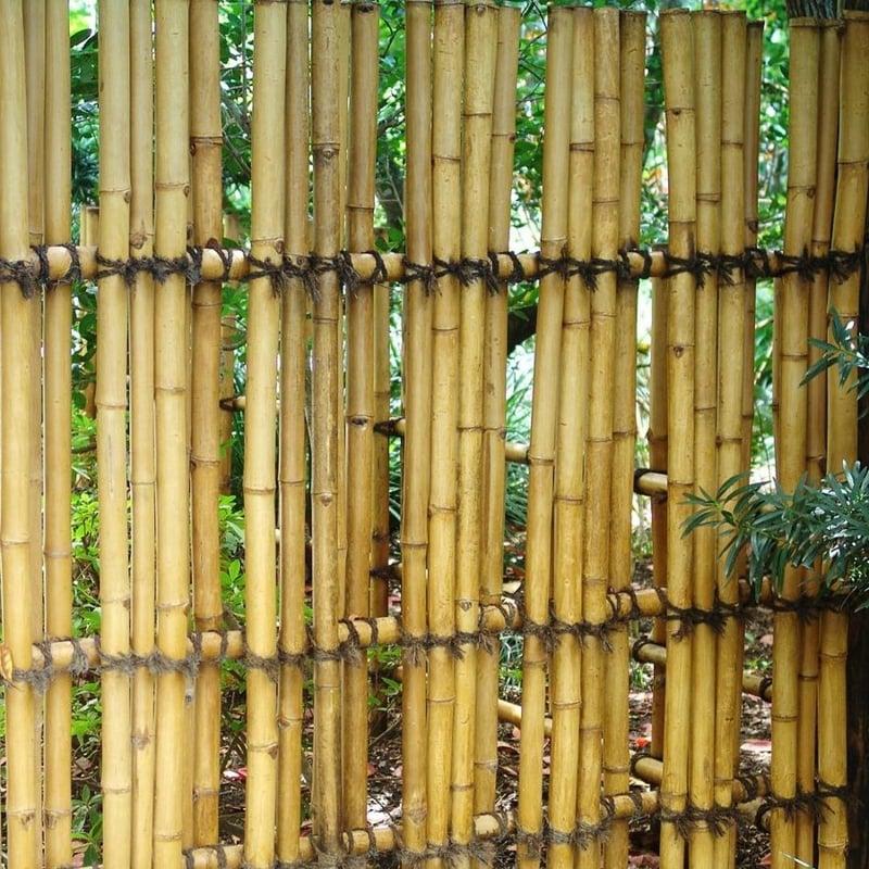 dekorativer Bambuszaun interessantes Modell