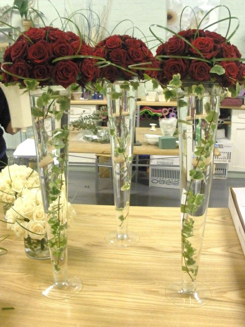 Blumengestecke für Hochzeit rot Rosen Vase