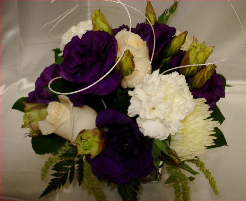 Blumengestecke-Hochzeit-purple-and-white-wedding-flower-centerpieces ...