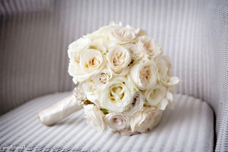 Hochzeitsstrauβ klassisch weisse Rosen