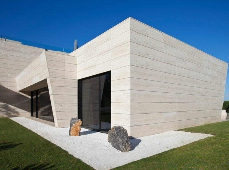 Travertin Fliesen als Verkleidung der Fassade