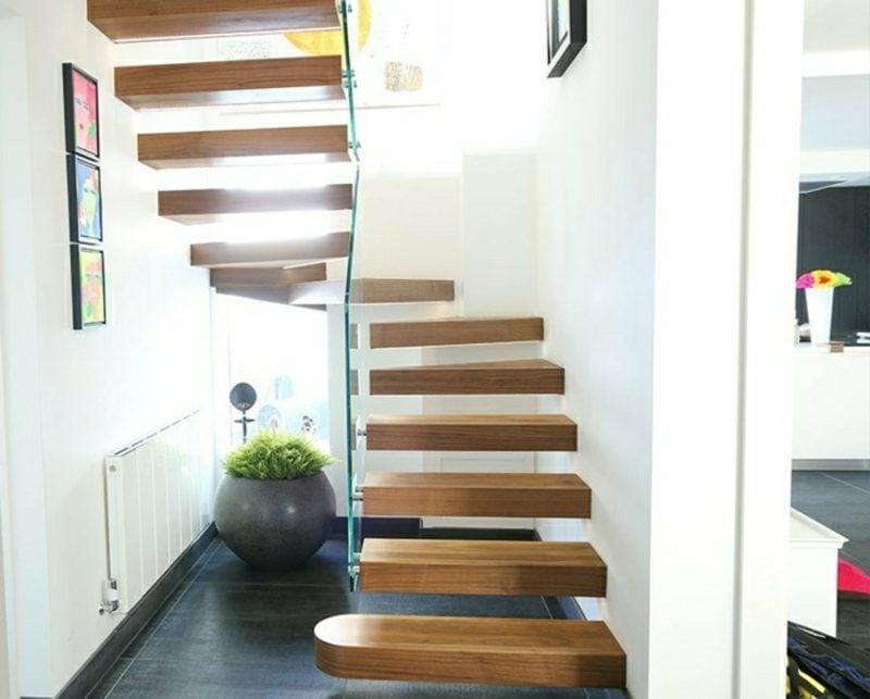 Holztreppe freitragende Konstruktion