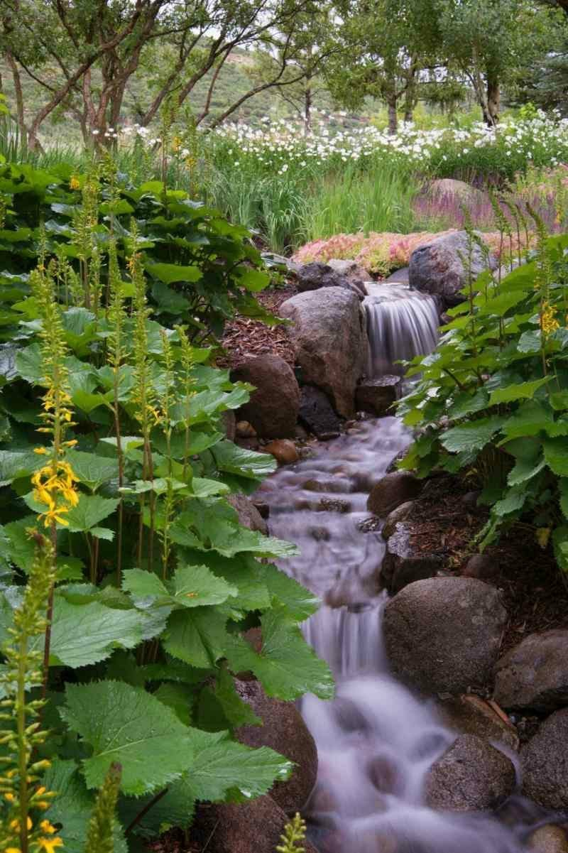 Bachlauf selber anlegen Gartengestaltung Landschaftsbau