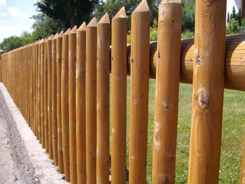 klassischer Holzzaun
