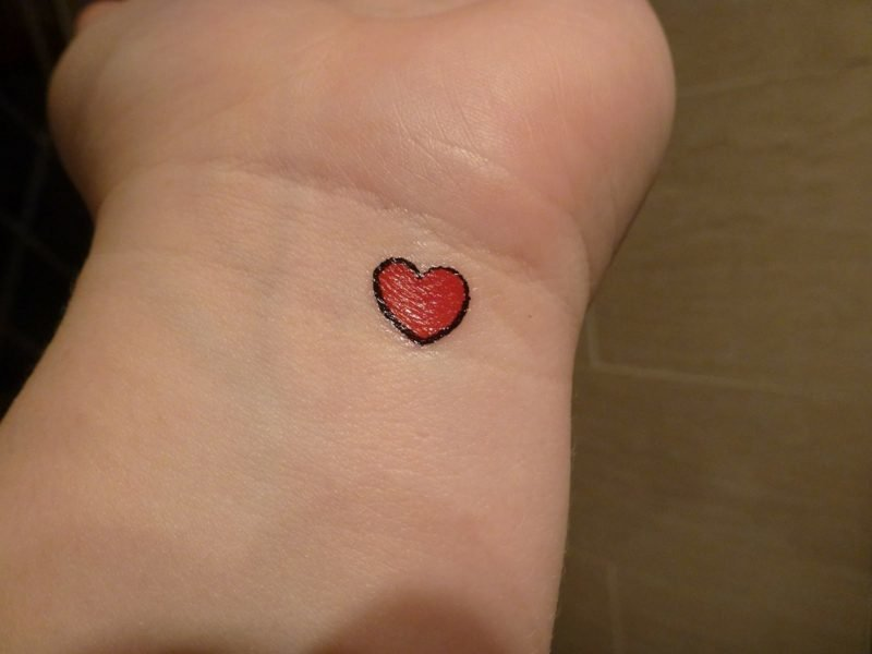 Herz Tattoo Tiny Red Heart Tattoo On Wrist