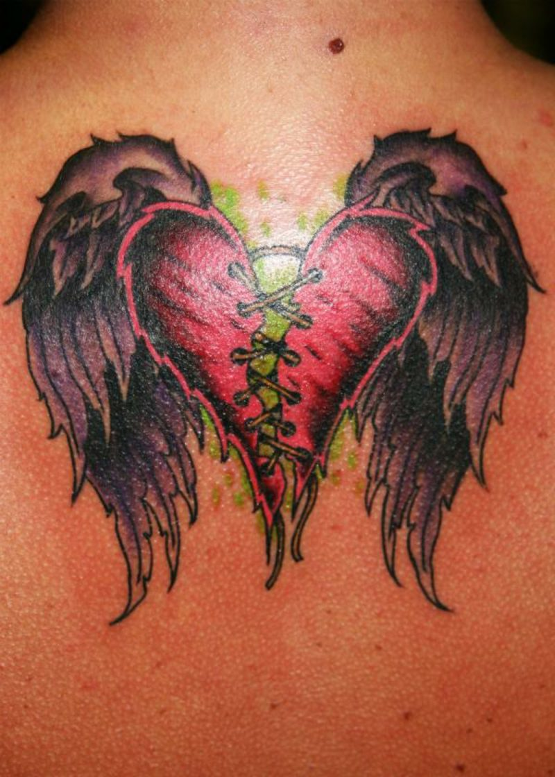 Herz Tattoo broken heart with wings