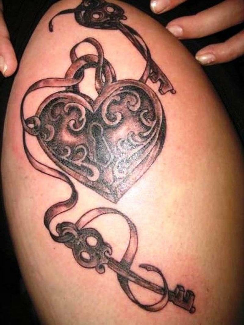 Herz Tattoo women side heart tattoos