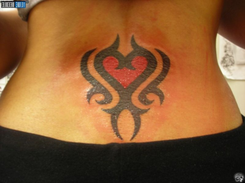 Herz Tattoo women tribal heart