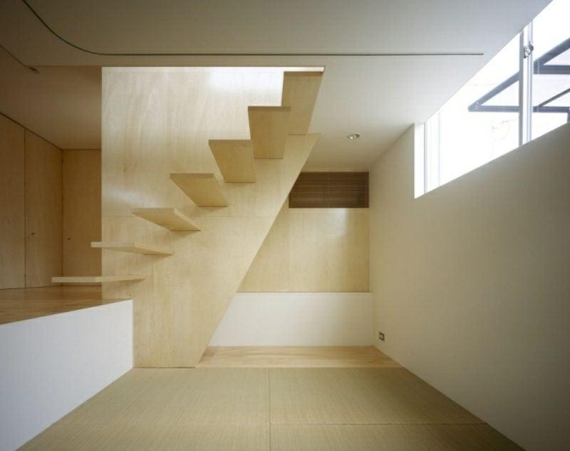 moderne freitragende Treppe aus Holz