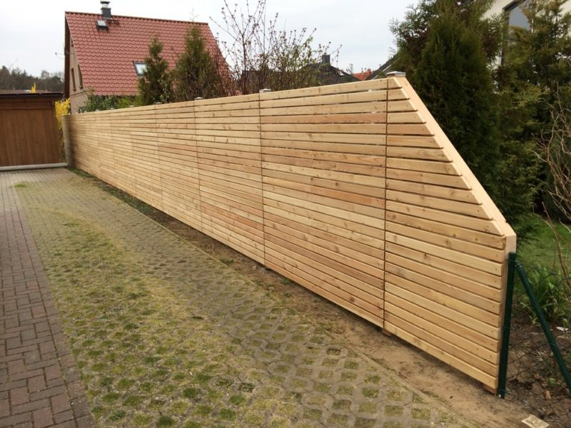 klassischer Gartenzaun aus Holz