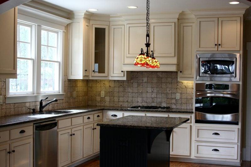kleine und moderne Kücheninsel