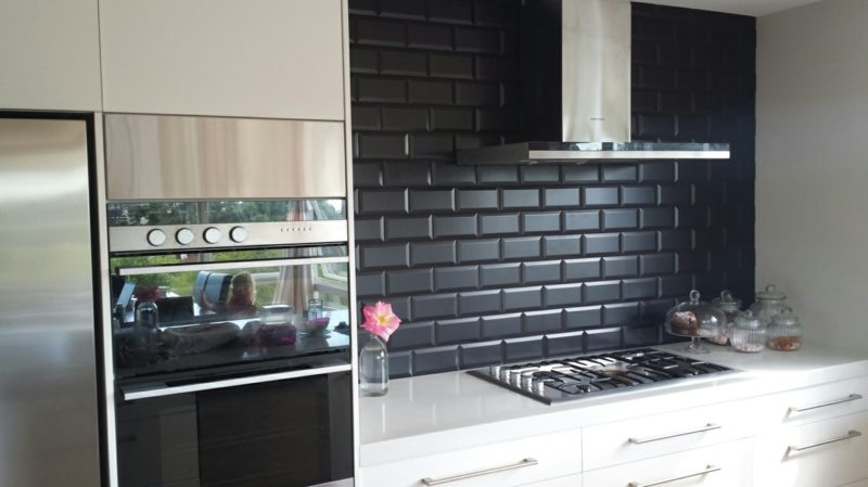 Küchenrückwand-Ideen-HeritageImages-Products-Zola-Zola negro kitchen splashback tiles