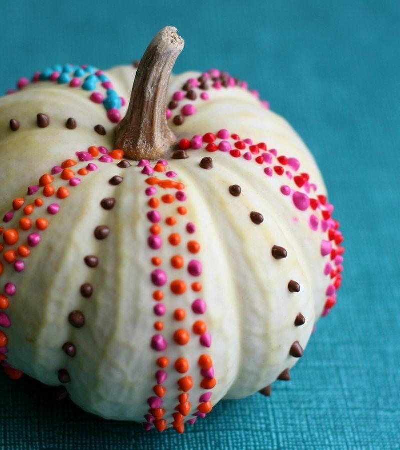 Kürbis bemalen painted dotted pumpkin