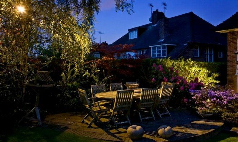 LED Gartenbeleuchtung auf der Terrasse