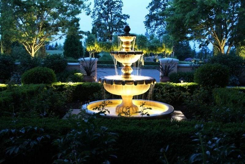 Brunnen beleuchtet