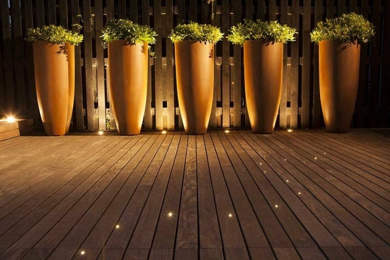eingebaute LED Beleuchtung Terrasse