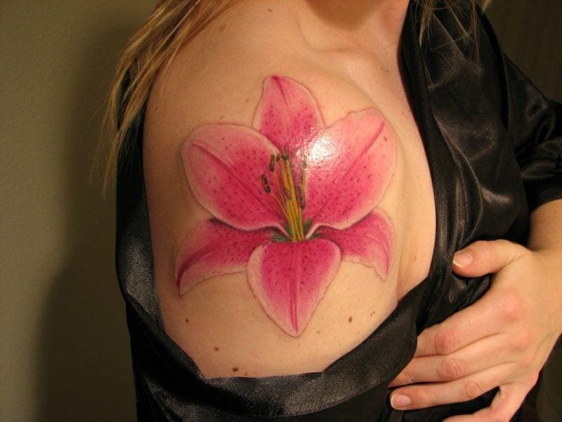 Lilien Tattoo Schulter