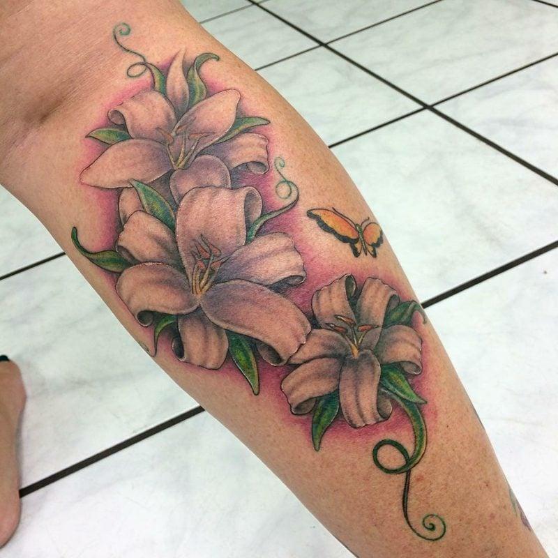 Lilien Tattoos kreative Ideen