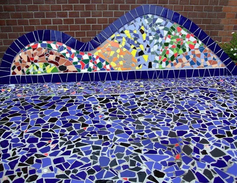 Wanddeko und Bodenbelag aus Mosaik