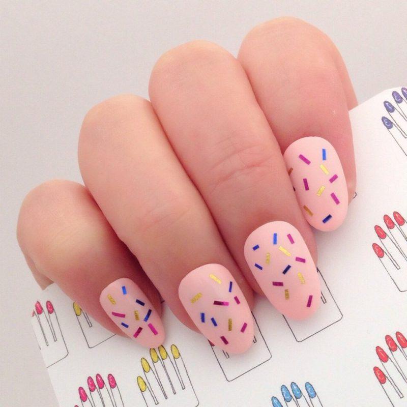 Fingernägel Design rosa Nagellack mit Zierstreifen