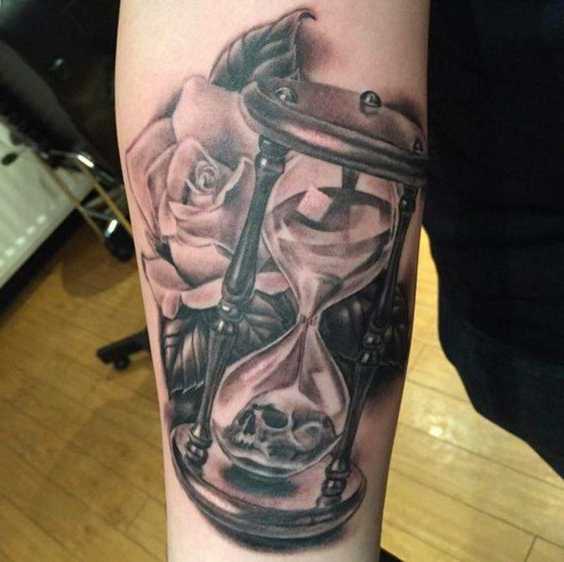 Sanduhr Tattoo Grey Rose Skull