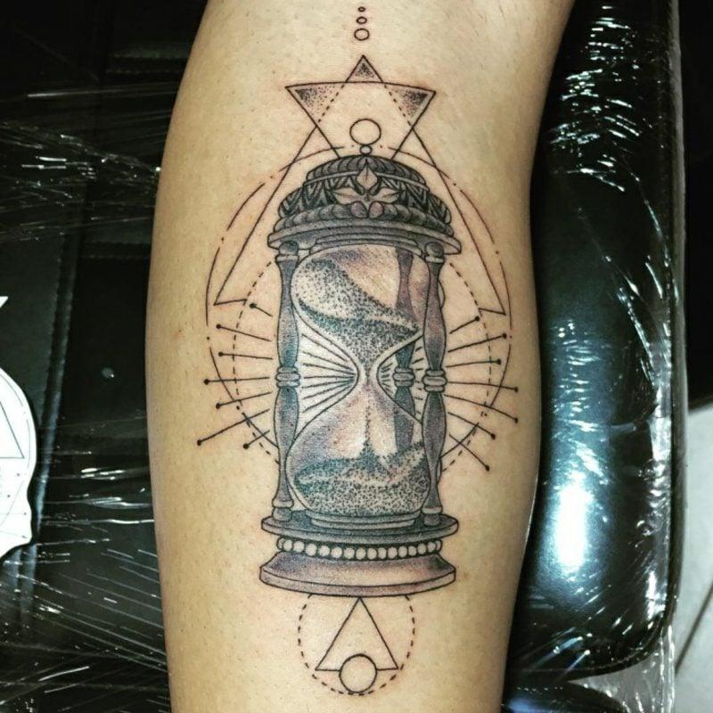 Sanduhr Tattoo Tribal