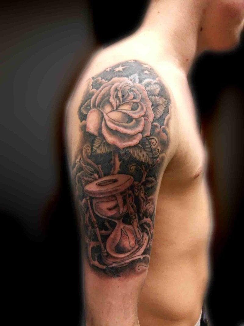 Sanduhr Tattoo rose