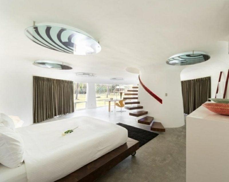 originelles Schlafzimmerdesign freitragende Treppe