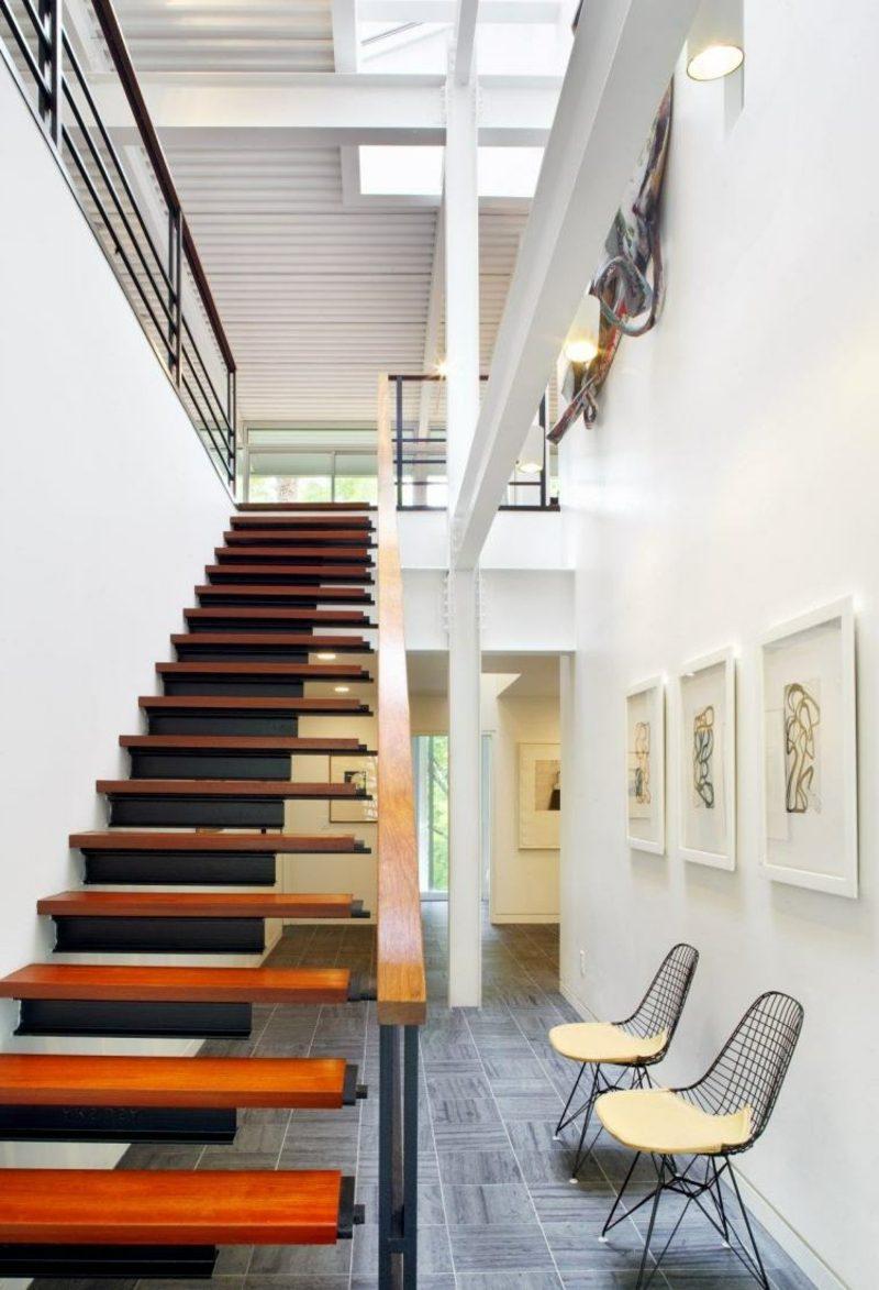 freihängende Treppe aus Holz