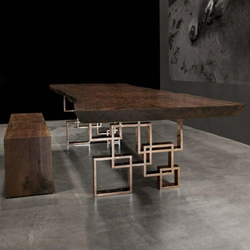 origineller Tisch aus Treibholz mit Metall Beinen