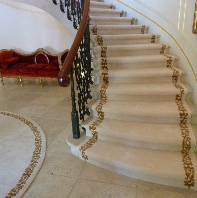 Treppenteppich in irdischen Farben