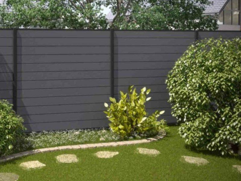 Sichtschutz im Garten Zaun WPC