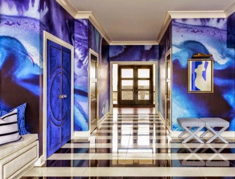 einzigartige Wandbemalung im Blau und Ultramarin