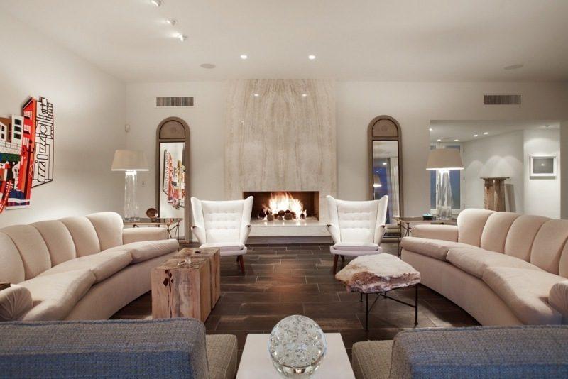 Gestaltung des Wohnzimmers mit Travertin Fliesen