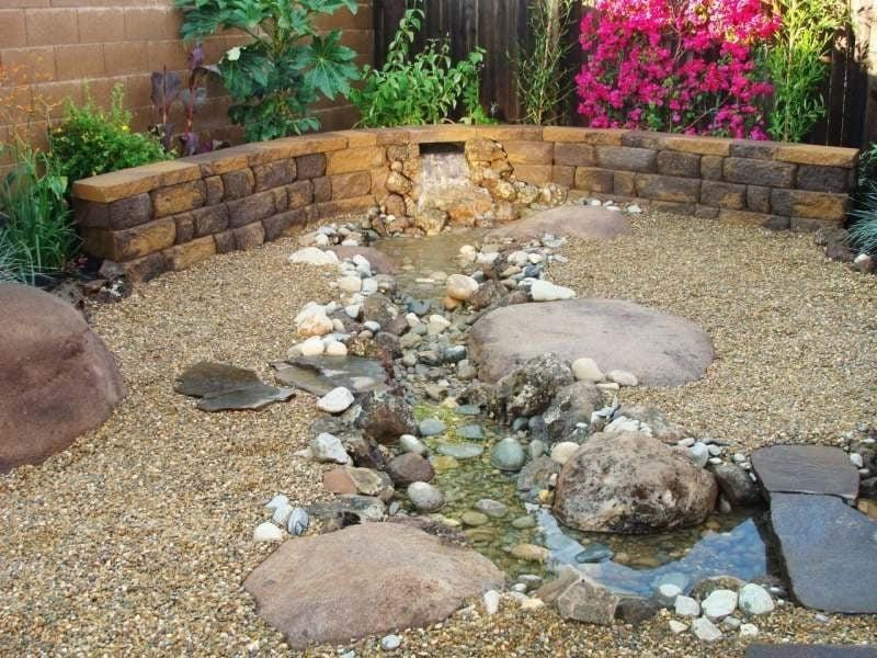 Bachlauf anlegen: nützliche Tipps und lebendige Vorschläge - Garten ...