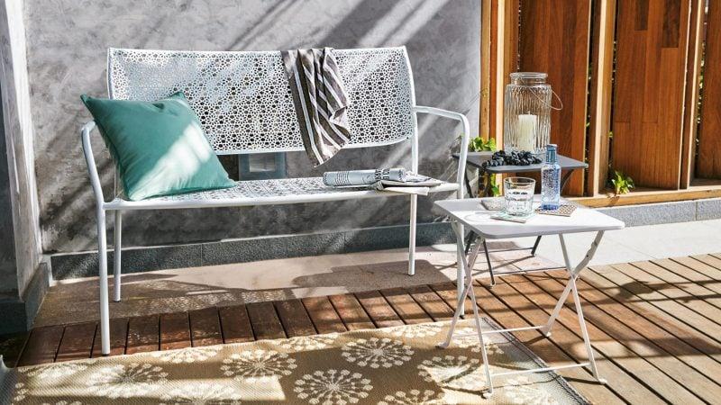24 beispiele f r sch nen balkonboden balkon terrassen zenideen. Black Bedroom Furniture Sets. Home Design Ideas