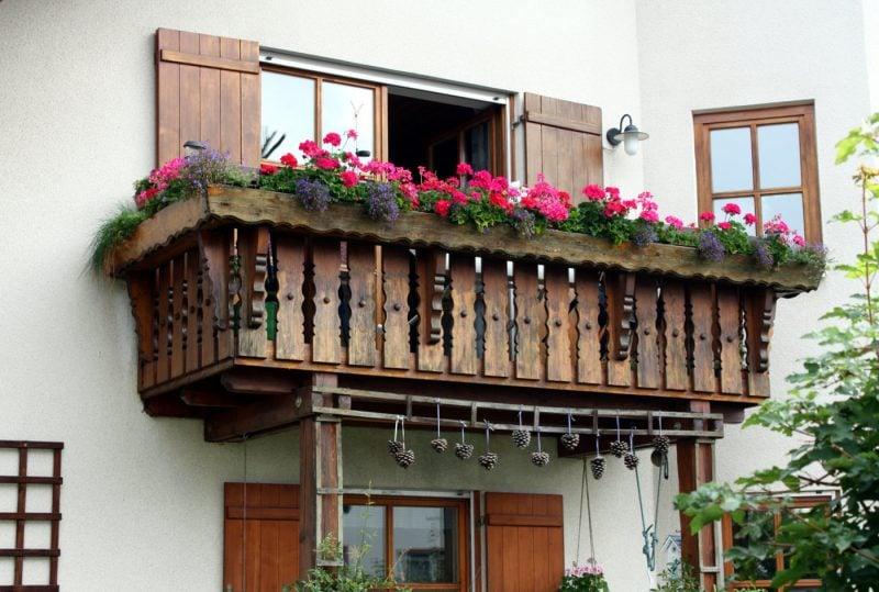 Balkonumrandung Holz