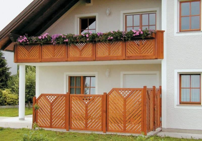 Balkonumrandung Holz Gelände