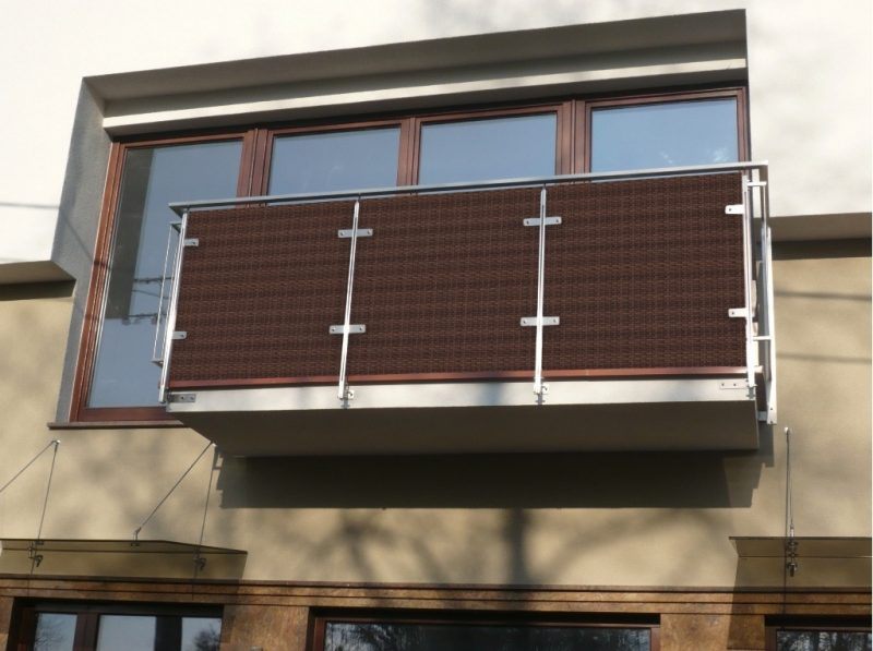 balkonverkleidung 26 praktische beispiele f r mehr komfort balkon terrassen zenideen. Black Bedroom Furniture Sets. Home Design Ideas