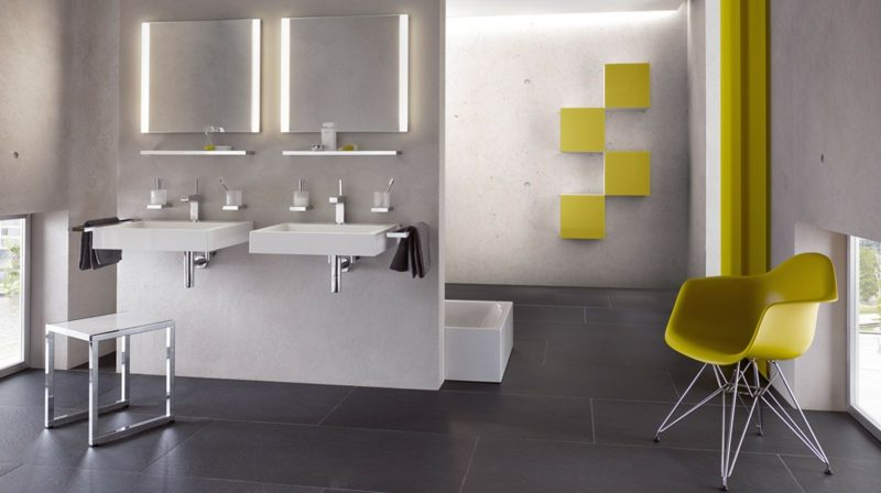 kreative Badgestaltung zwei beleuchtete Spiegel