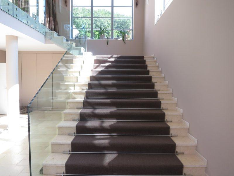 Treppenteppich im Braun