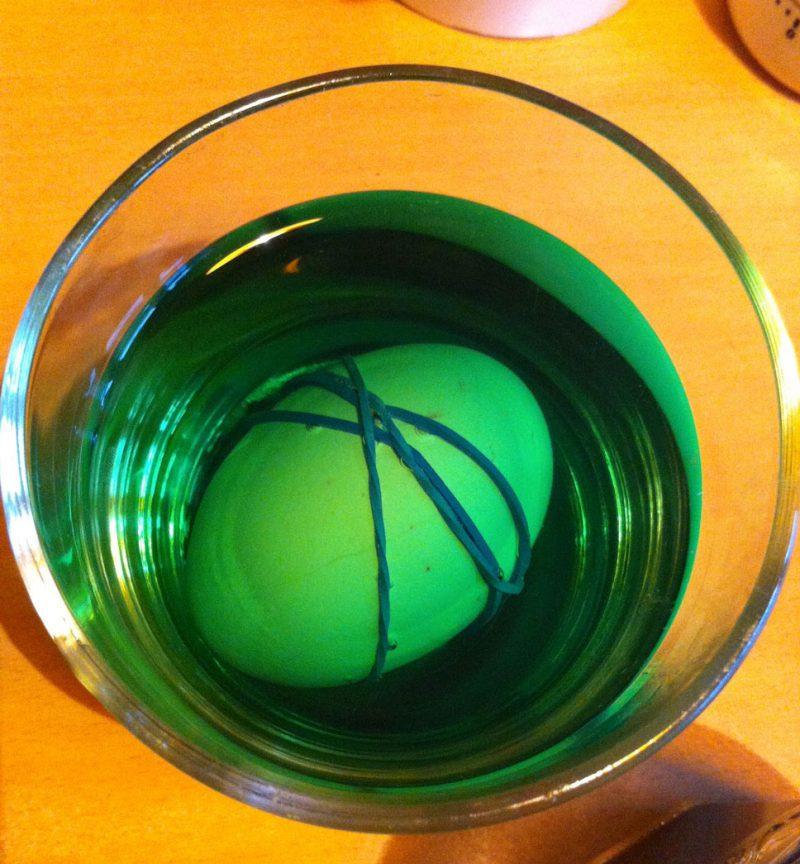 eier färben grün