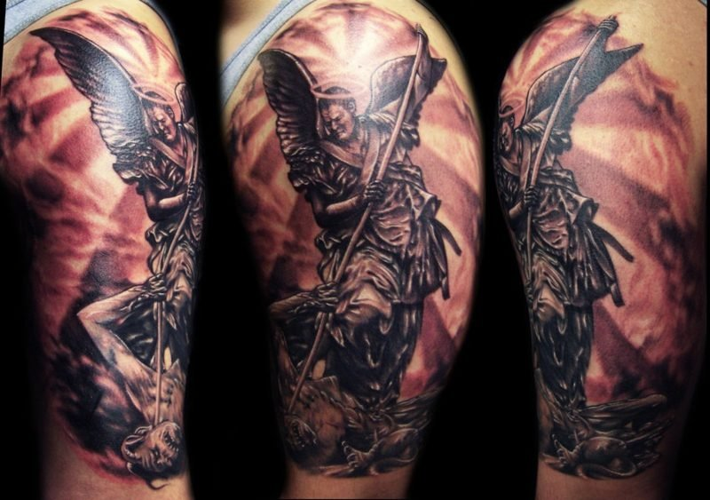 engel-tattoo-Grey-Angel-Tattoo-On-Man-Shoulder