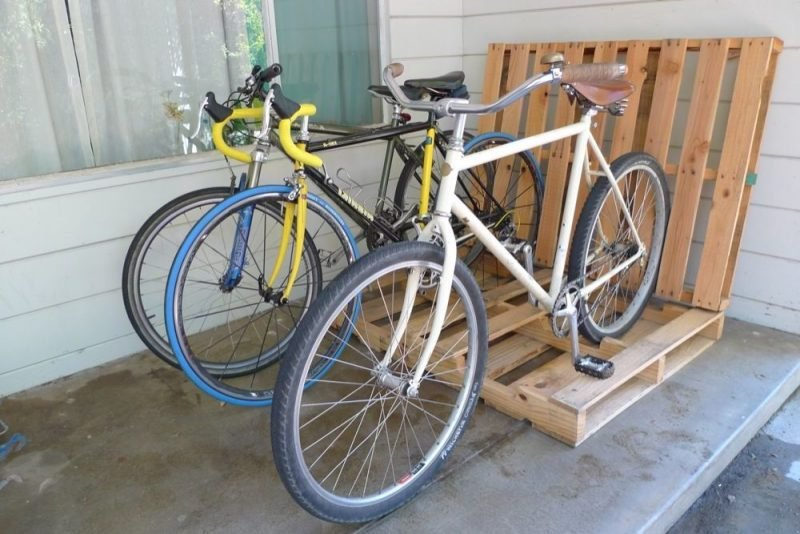 Fahrradhalterung für Wand aus Paletten