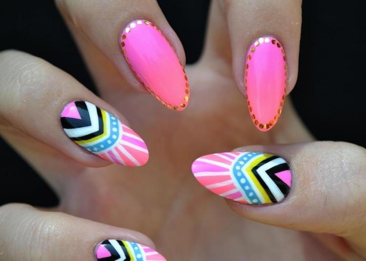 Fingernagel Design Bunt