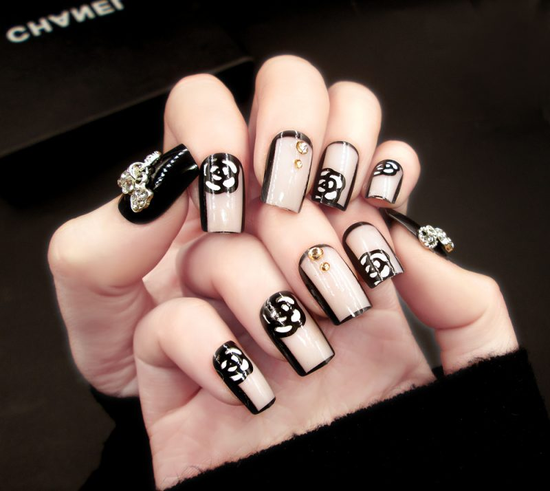 Fingernagel Design Chanel