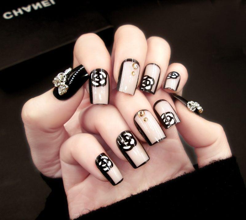 Fingernagel Design Chanel